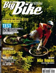 Couverture vélo et vtt magazine, article : Équipement sécurité randonnée à vélo